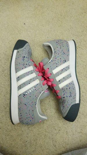 Girls Adidas Size 6.5... Fits Women 7.5 for Sale in Orlando, FL