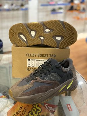 Brand new Mauve Yeezy 700s size 6.5 for Sale in Silver Spring, MD