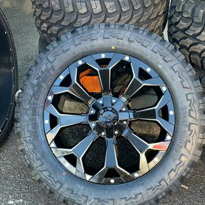 20 INCH RIMS AND TIRES 6X13 6X139 FOR CHEVY GMC F150 TACOMA for Sale in Pine Hill, NJ