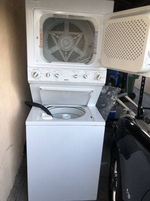 """Kenmore washer dryer stacked gas 27"""" 6 fr hi for Sale in Inglewood, CA"""