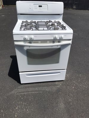 Gas Frigidaire stove like new for Sale in Pelham, NH