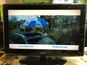 Samsung 32 inches LCD TV with remote $40 for Sale in The Bronx, NY