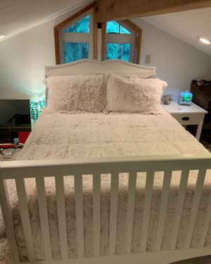 White double bed for Sale in Graham, WA