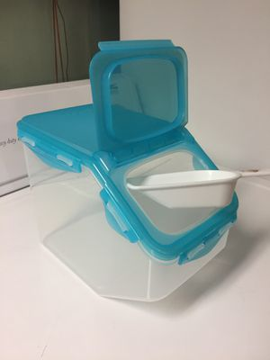 Lock & Lock Food Storage Container / 5L / 169 oz / 5.3 QT for Sale in San Diego, CA