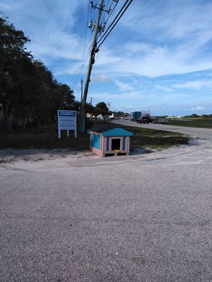 Dog house for Sale in Riviera Beach, FL
