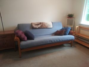 Lovely wood frame futon with mattress for Sale in Lynnwood, WA
