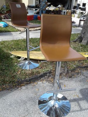 Garage Sale Today and Tomorrow/ Kitchen island Chairs (2 Left) They go up and down and swivel 360 for Sale in Miramar, FL