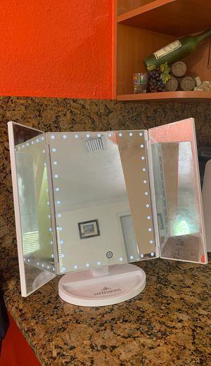 Makeup mirror for Sale in Hialeah, FL