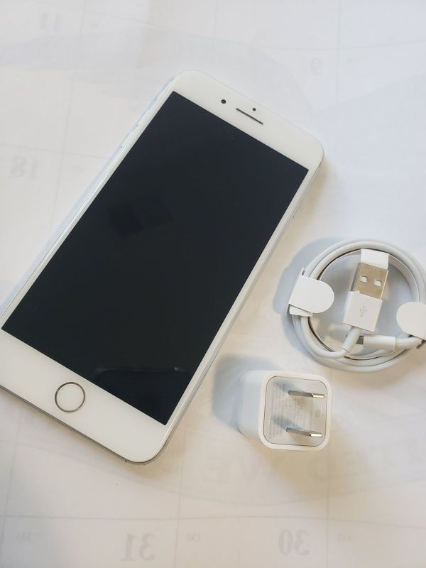 iPhone 7 Plus , UNLOCKED for All Company Carrier , Excellent Condition like New