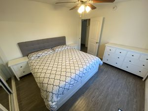 King size bed and mattress for Sale in Windsor Hills, CA