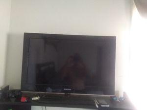 """Samsung 32"""" TV for Sale in Lynn, MA"""