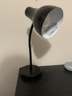 Table lamp with bulb for Sale in Creve Coeur, MO
