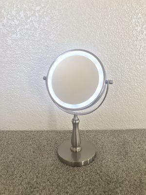 Light up makeup vanity mirror for Sale in Davis, CA
