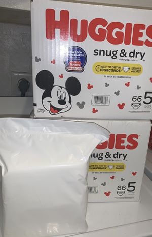 (2)BOXES OF SIZE 5 HUGGIES DIAPERS left BUY(1) OF THE BOXES GET THE WIPES FREE for Sale in Miramar, FL
