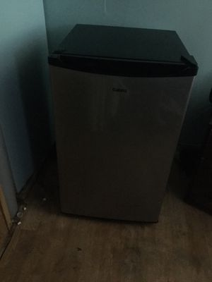 Mini fridge with freezer for Sale in Parma, OH