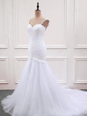 Mermaid shaped wedding dress NEW for Sale in Los Angeles, CA