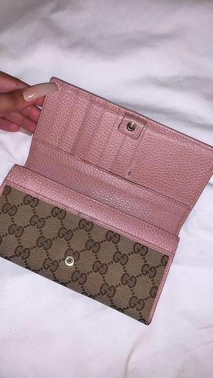 Gucci wallet for Sale in Cerritos, CA