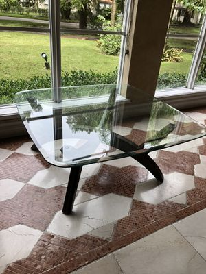 Coffee table glass top and wood base for Sale in Miami, FL