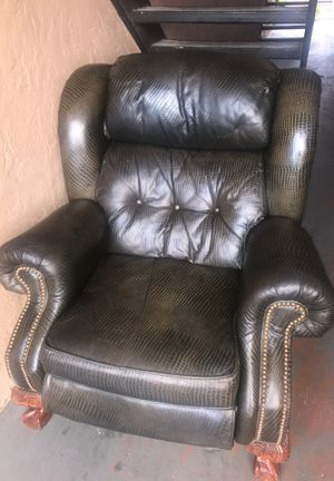 Recliner. Green snake print. Action lane brand. for Sale in Dallas, TX