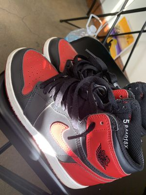 Boys Jordan Retro 1 BRED size 5 youth for Sale in Los Angeles, CA