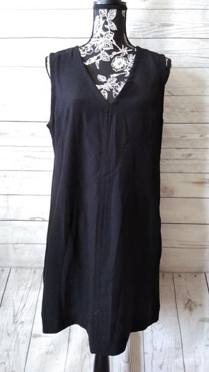 Beautiful Gap Mini Dress , women's size M. ( Excellent condition ) color black ... for Sale in Frederick, MD