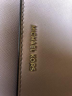 Large gusset crossbody MICHAEL KORS soft pink purse for Sale in Salt Lake City, UT