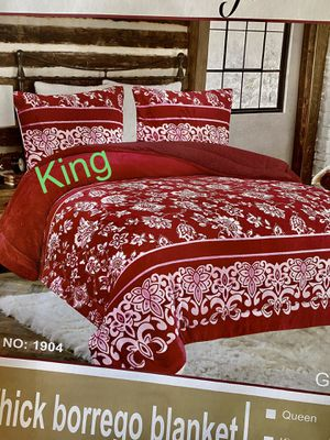 Very warm blanket King size 3pcs for Sale in Perris, CA