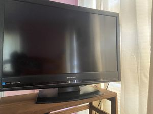 Emerson tv with remote for Sale in Fort Worth, TX