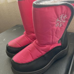 Child Snowboots - Size 12 for Sale in Riverside, CA