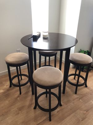 Kitchen Table w/ 4 stools for Sale in Columbus, OH