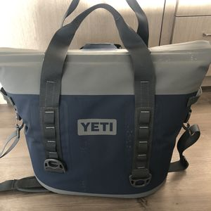 YETI HOPPER M30 Cooler - Almost New for Sale in Seattle, WA