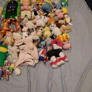 Random Stuffed Animals Not Free Make Offer for Sale in Glendale, AZ