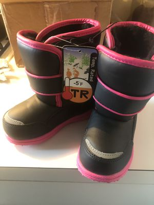 NWT Toddler girl size 7 snow boots for Sale in Philadelphia, PA