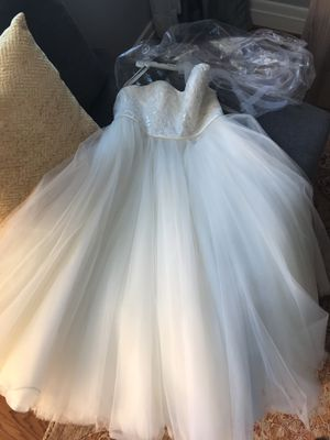 David's bridal wedding dress size 4 unaltered for Sale in McLean, VA