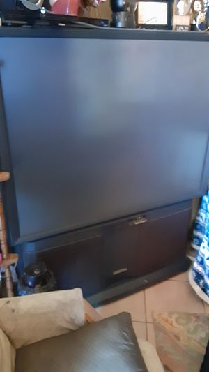 Floor tv works great 4sale $200 for Sale in Oklahoma City, OK
