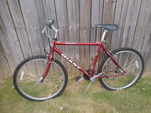 Giant Rincon red mountain bike mens for Sale in College Park, GA