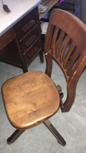 Antique bankers chair for Sale in Gulfport, MS
