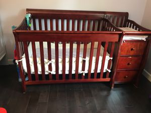 Convertible crib with changing table for Sale in Hanover Park, IL