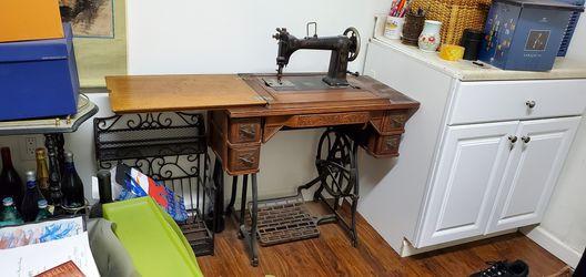Wheeler & Wilson D-9 sewing machine for Sale in LA CANADA FLT,  CA