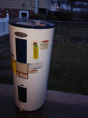 40 gallons Electric water heater whirlpool for Sale in Rockville, MD