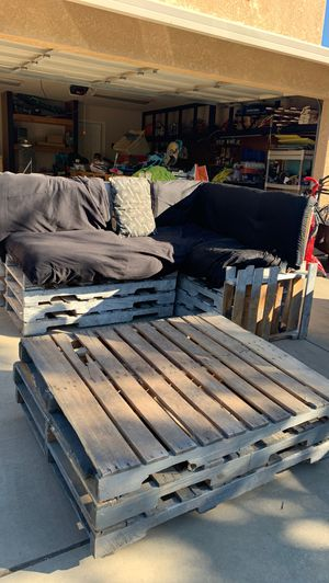 *Free* pallet couch with footstool for Sale in Chico, CA