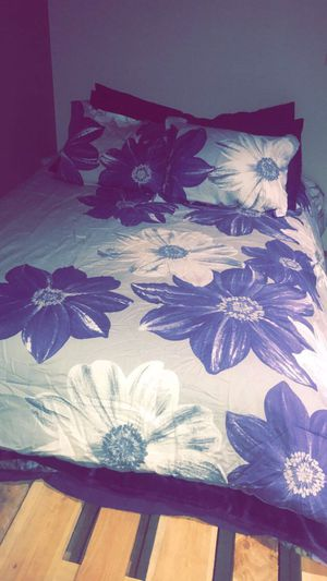 Comforter Bedding Set Full/Queen for Sale in Maple Valley, WA