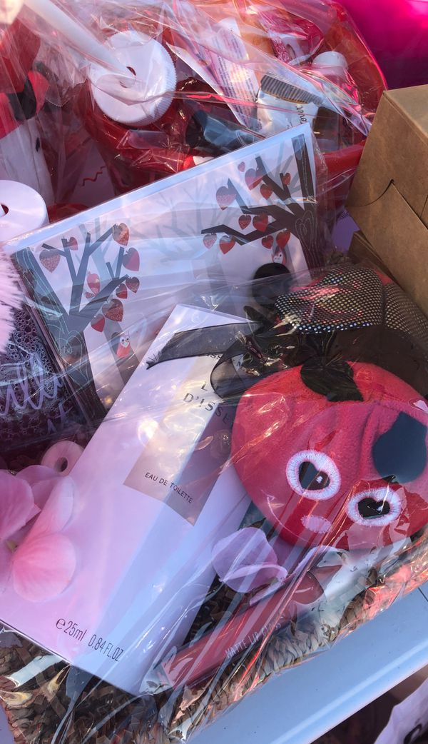 Valentines Day Gift Baskets for sale! Happy Vday