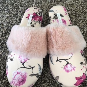 Victoria's Secret Slippers with Bag (Size Medium) for Sale in Downey, CA