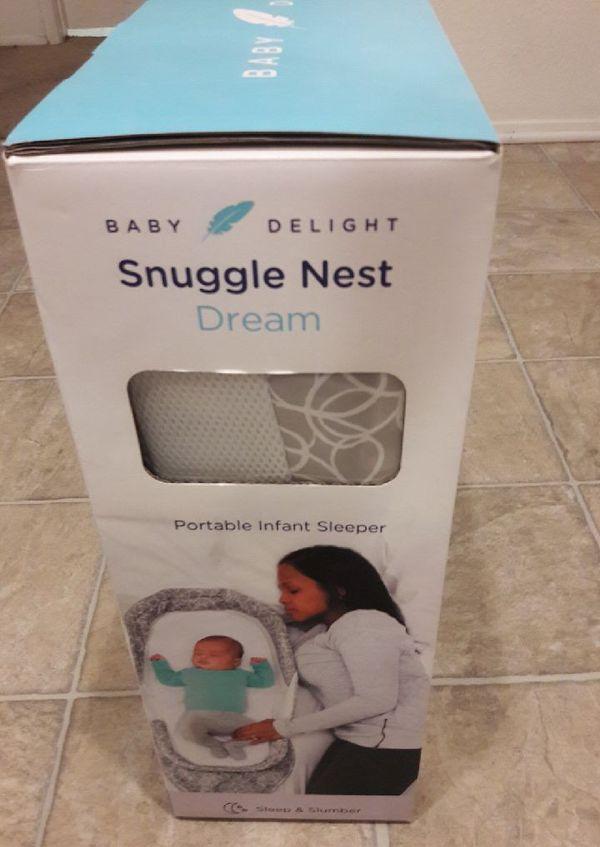 Baby delight snuggles nest dream portable infant sleeper new$25firm