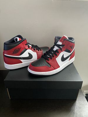 Jordan 1 Mid Chicago Toe (Size 8) for Sale in Winchester, MA