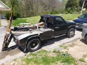 2000 chevy tow truck for Sale in Ferguson, MO