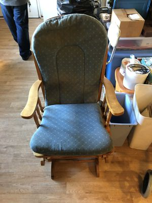 Rocking chair need gone ASAP for Sale in Long Beach, CA