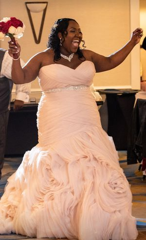 Gorgeous Wedding Gown - Plus Size for Sale in UPR MARLBORO, MD