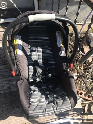 Car seat and base graco brand for Sale in Austin, TX